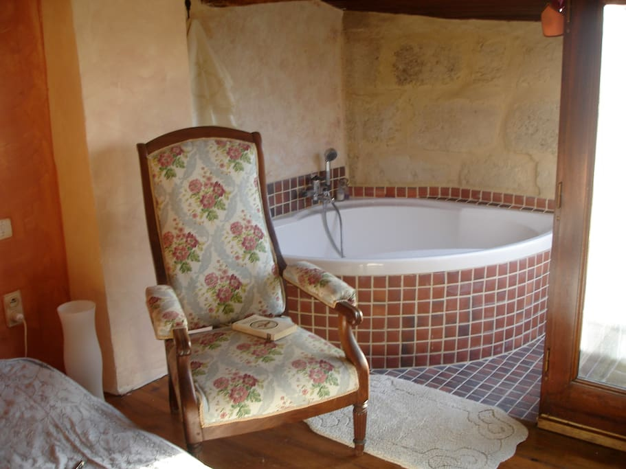 The bathtub, with old stones and handmade tiles