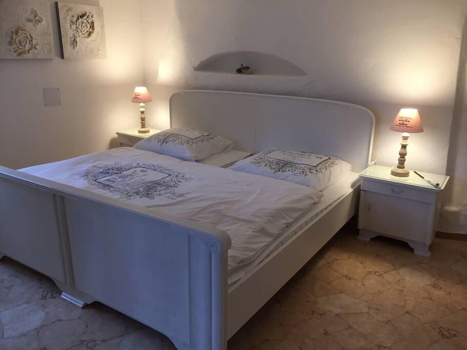 Bett im Bad en Suite