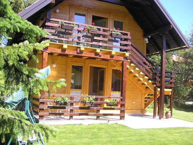 Lovely wooden house -Studio apartment ground floor
