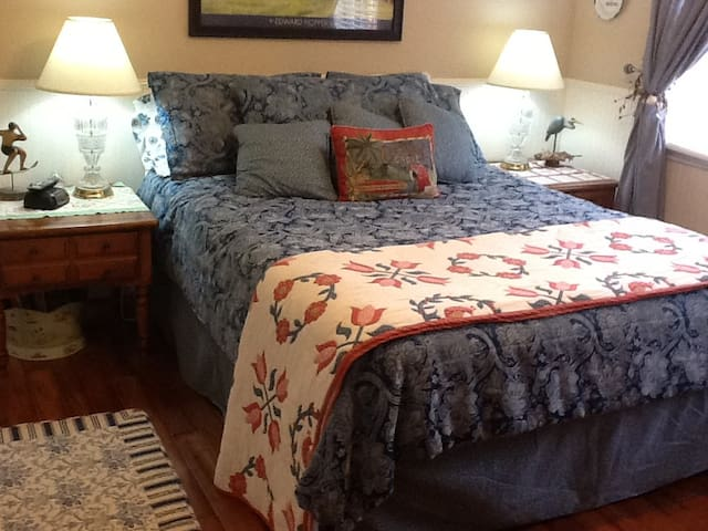 Bright Coastal Feel Bedroom - Rock Hill - Bed & Breakfast