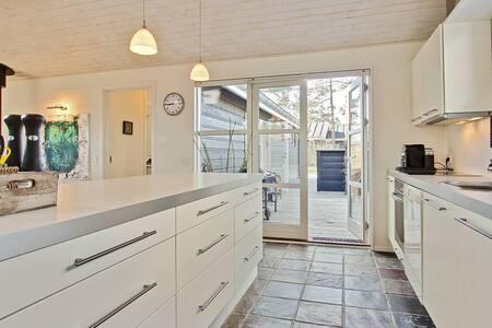 Spacious house close to the sea! - Hals Municipality - Haus
