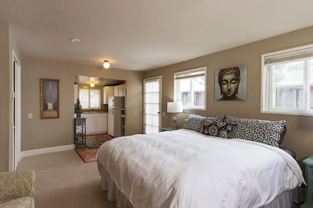 Cozy garden westside king suite - Santa Cruz - Huoneisto