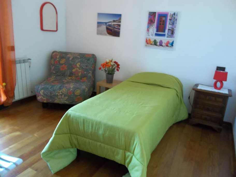 La Camera dei Papaveri allestita con letto singolo