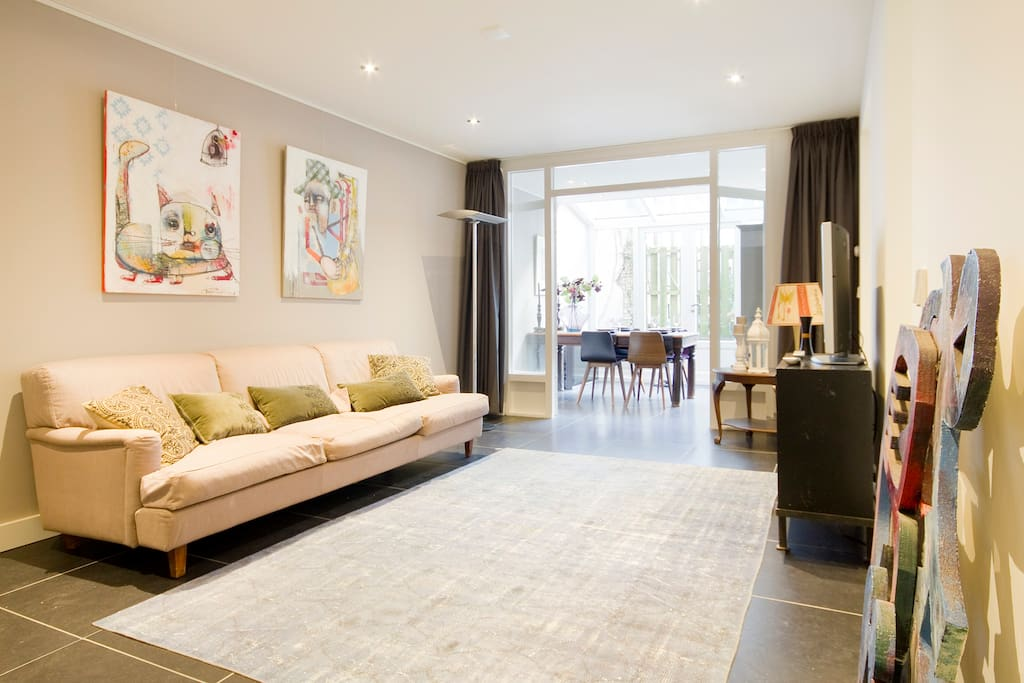 Spacious livingroom with garden