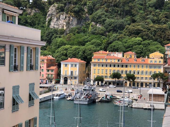 Dernier étage sur le Port de Nice