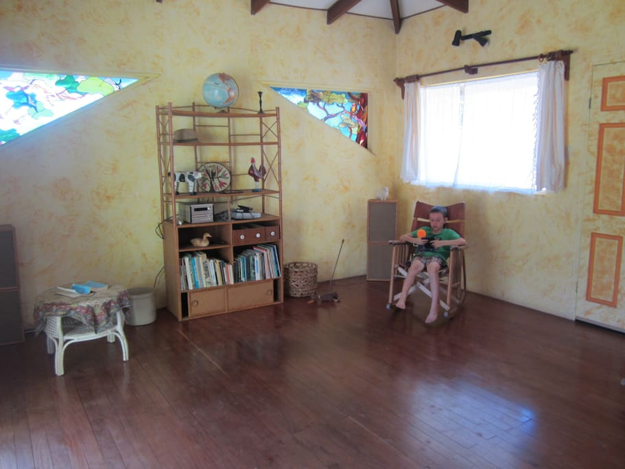 The main living room with awesome handmade bamboo sound system.