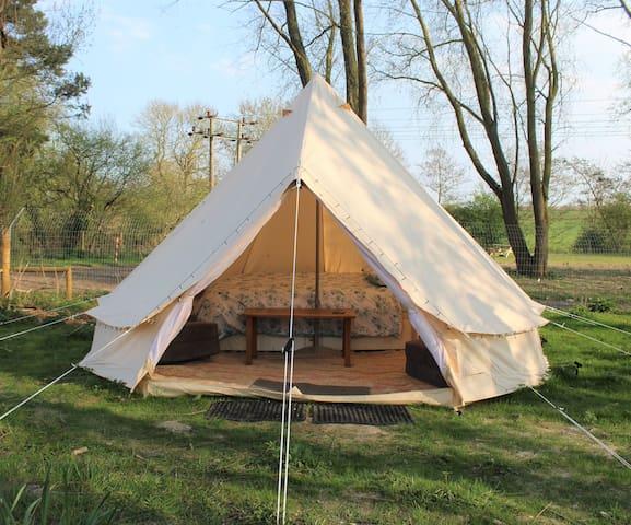 Sleeps-4 waterside Bell Tent - Clare, Suffolk