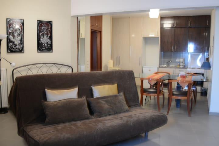 Reviewing apartment-Επισκόπηση διαμερίσματος