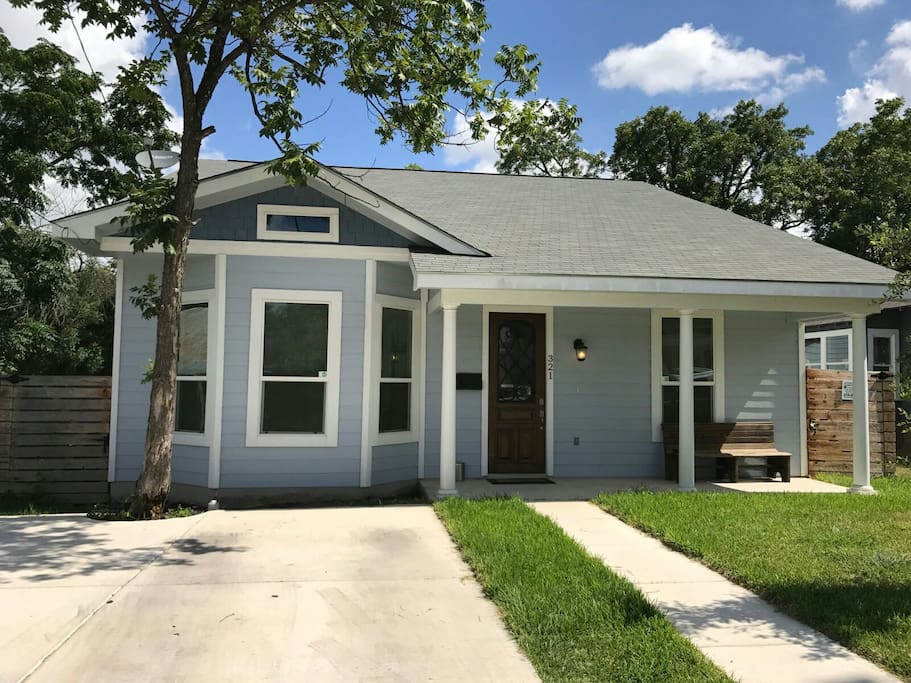 Burleson Bungalow In Historic Dignowity Hill Houses For