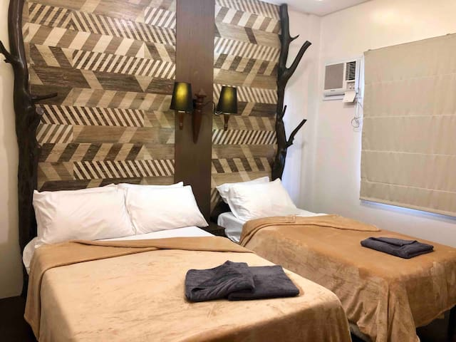 Bedroom 1: double bed + single bed. A/C (3 guests)