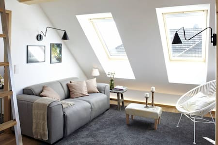 Helle Dachwohnung mit Galerie - คอนสแตนซ์ - อพาร์ทเมนท์