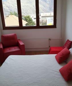 Location chambre double - Saint-Jean-de-Maurienne - Apartament