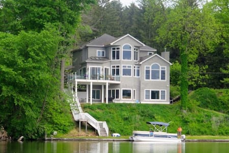 The perfect lake-house for family gatherings!