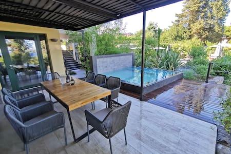 Luxurious Artistic Designer Apartment Private Pool
