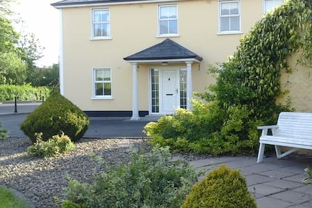 Connollys Entire Apartment - Castleblayney - Apartamento