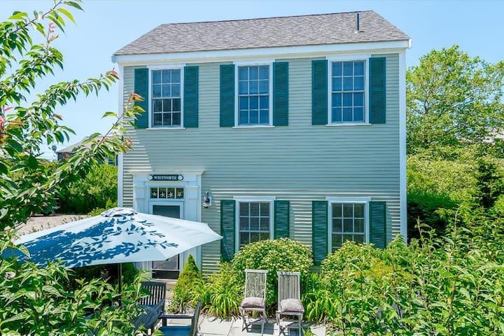 Nantucket two-bedroom home in Naushop!
