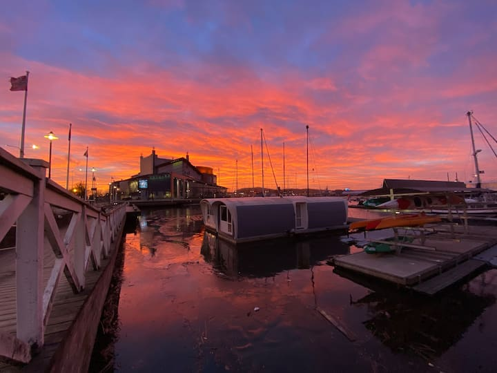 AMAZING LOCATION! Cozy houseboat in the heart Gbg