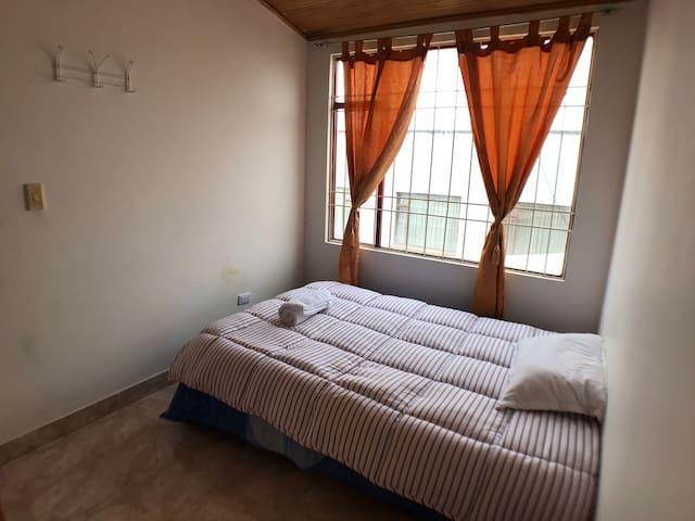 Casa de Aarón habitación 3 - Tv-WiFi & hot water