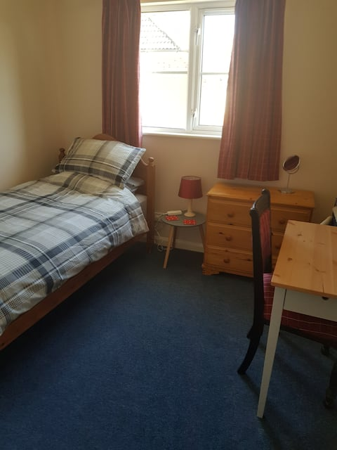 Pleasant single /twin room in quiet house