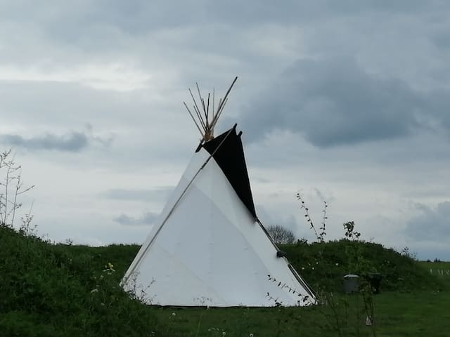 Tipi @ King Stone Farm (near Rollright Stones)