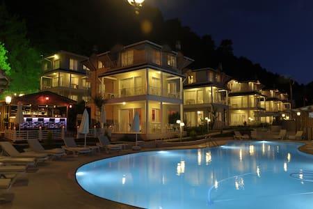 Pine Hill Exclusive Villas - İçmeler Belediyesi - 別荘