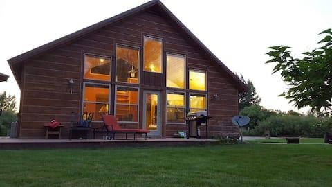 Luxe Creekside Cabin