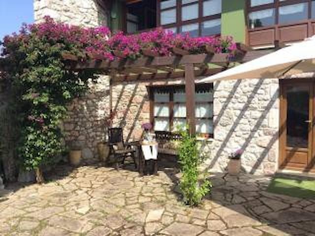 Floridita, casa singular en un entorno idílico - Andrín
