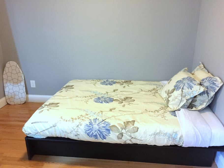 Full size bed with memory foam mattress for a deep and relaxing sleep.