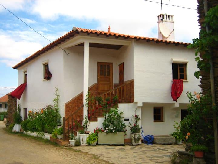 Casa de 3 habitaciones en Paçó, con jardín cerrado y WiFi