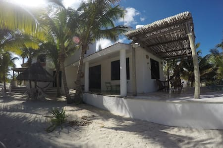 Villa Zazil-Ha - beachfront with pool and Internet - Telchac Puerto