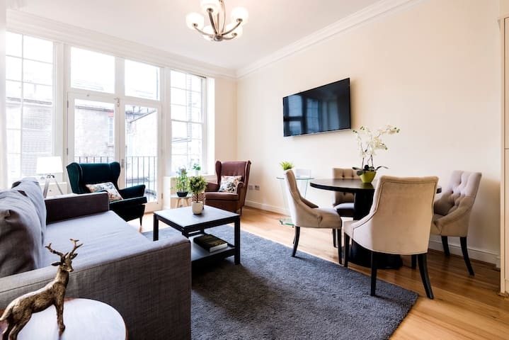 Large 3 Bed with Private Patio in Central London