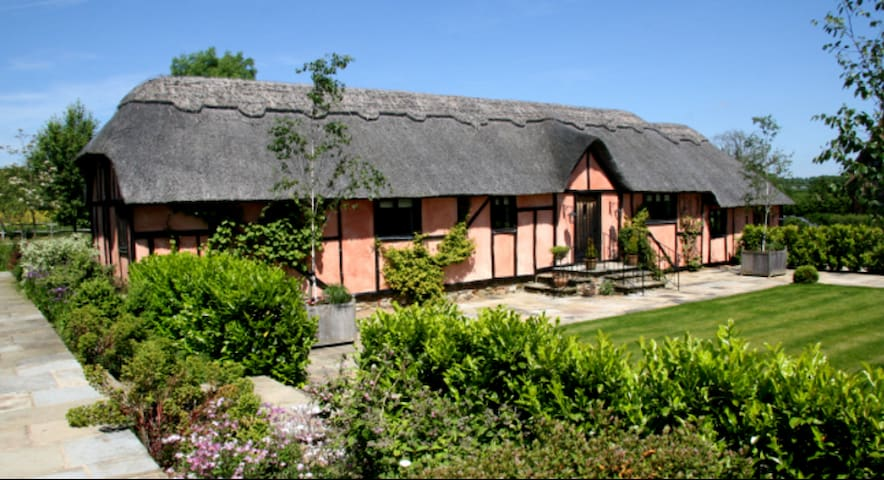 Thatched Conversion at Streele Farm - Rotherfield - Hus