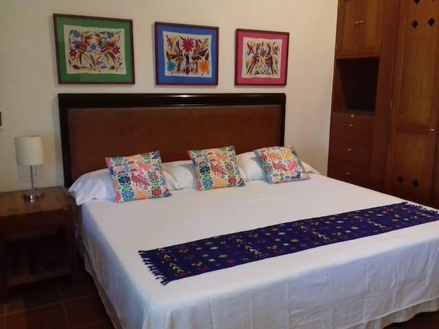 Casa Kin33 Room#2 Nice & Cozy B&B