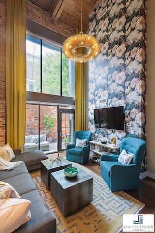 Luxury Downtown Condo (HGTV AWARD WINNING CONDO)