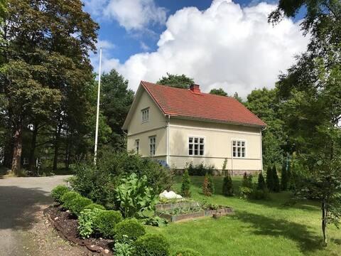 カアリナの司教十字架にある田園風の一軒家