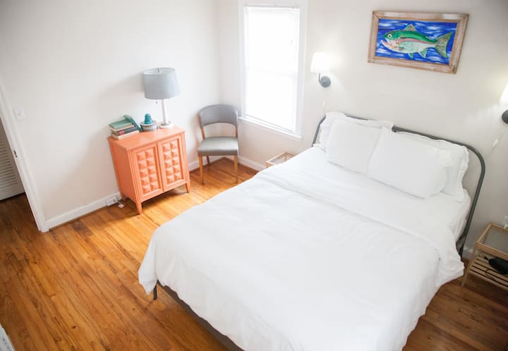 Clean, centrally located 2 bedroom 1 bath