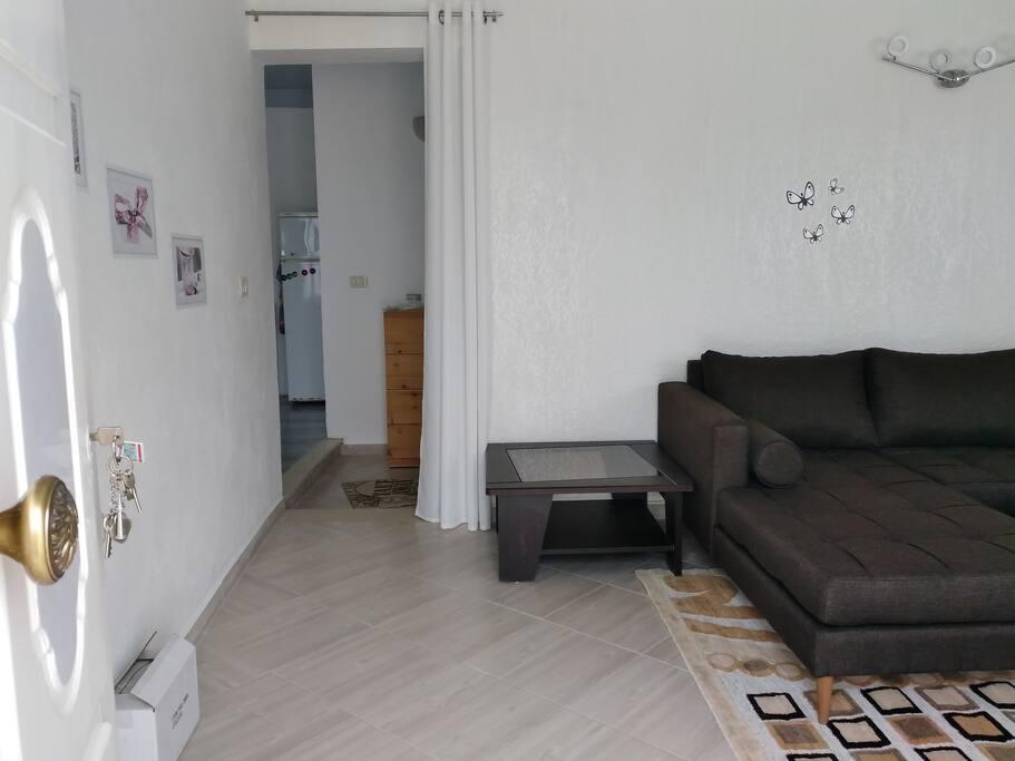 Wohnzimmer mit Gang zu den anderen Räumen