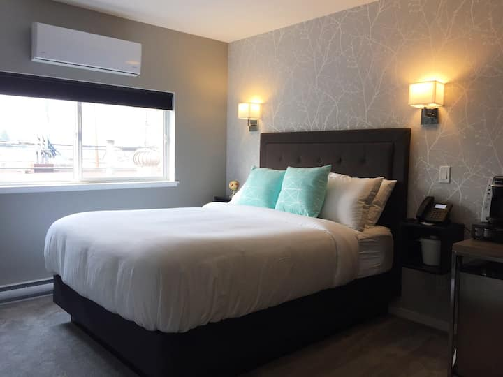 Bulkley Rental Suites - Queen Room 2