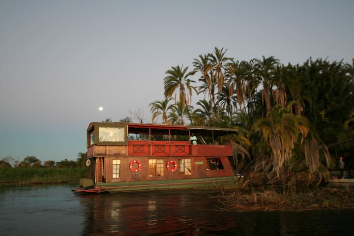 KUBU QUEEN HOUSEBOAT