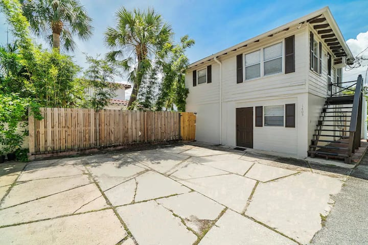NEW! 1 Bedroom PRIVATE Apartment Steps to Las Olas