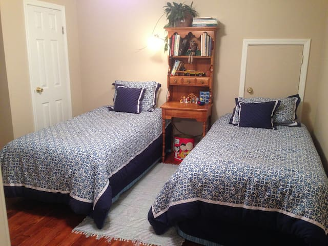 Room for Kids or Roommates - Rock Hill - Bed & Breakfast