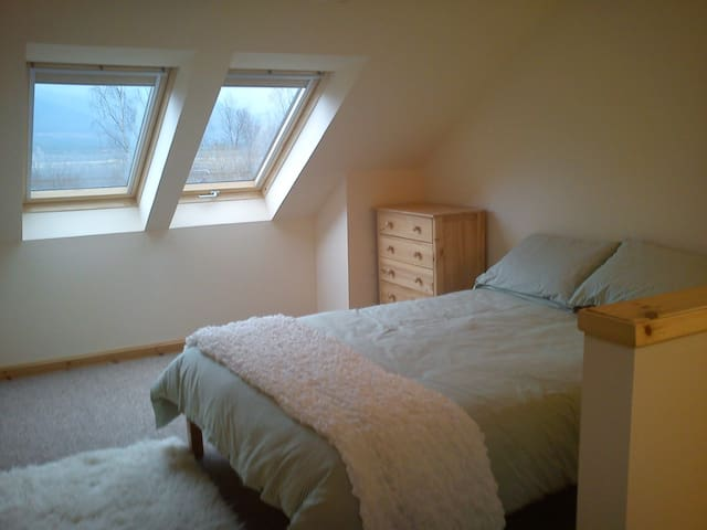 Coire Liath apartment great views! - Inverroy - Byt