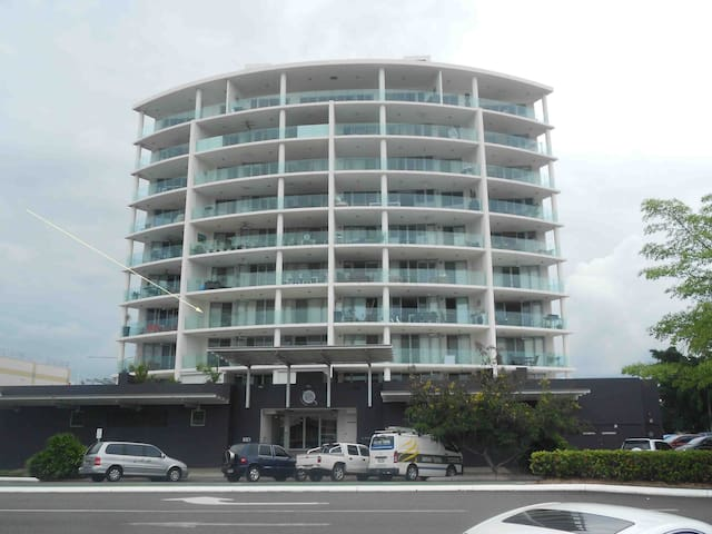 Mod Private Rm City Ctr & Parking - Cairns - Flat