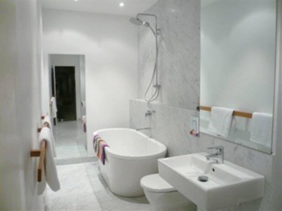 Lovely fresh bathroom