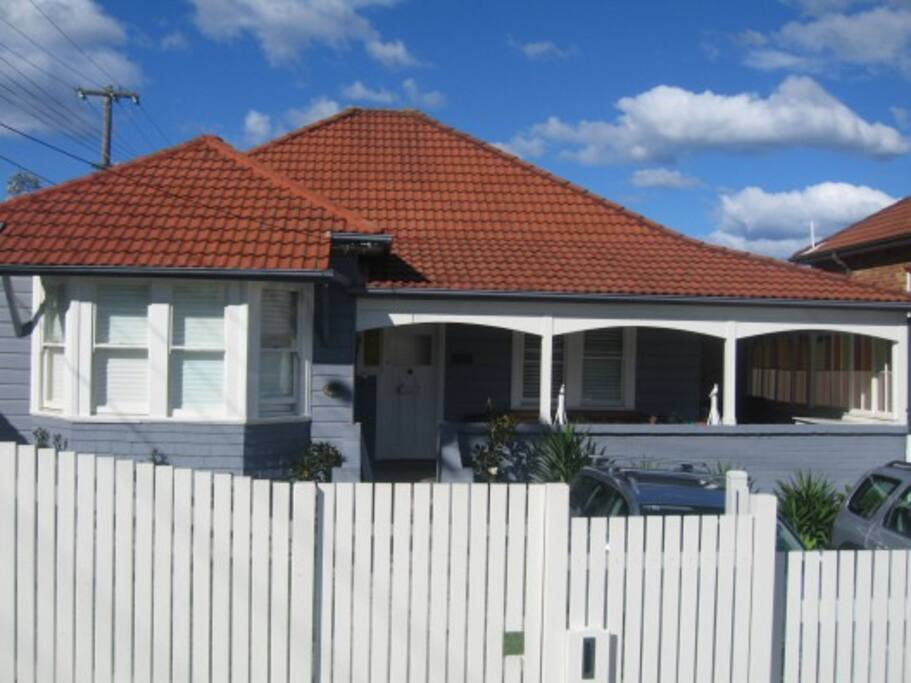 Historic 1915 weatherboard home with modern extension at back