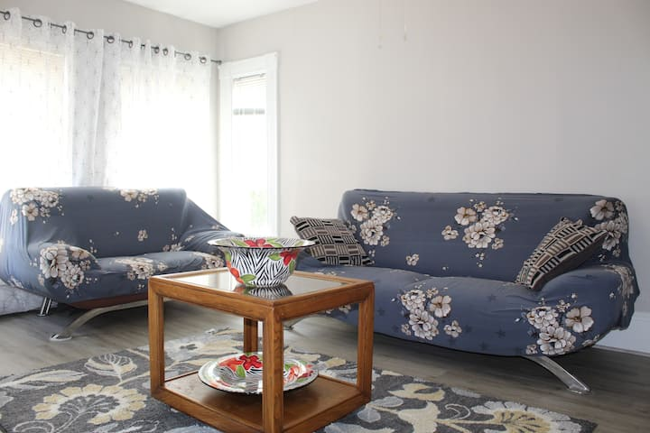 ☆ Vintage Cozy Apartment - Minutes from Boston ☆