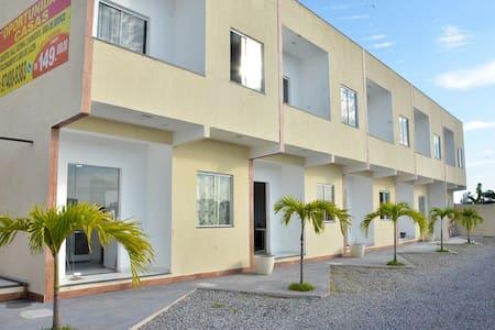 Casa 1 em Cabo Frio, 2 quartos, churrasqueira