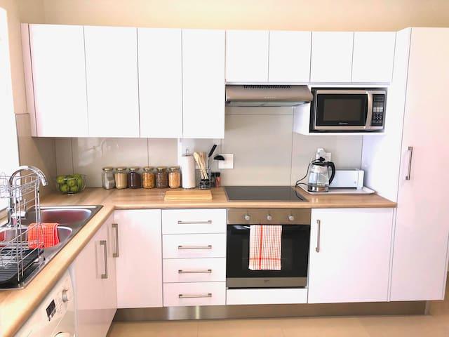 Mitra Mews Bright 4 Bedroom Apartment #1