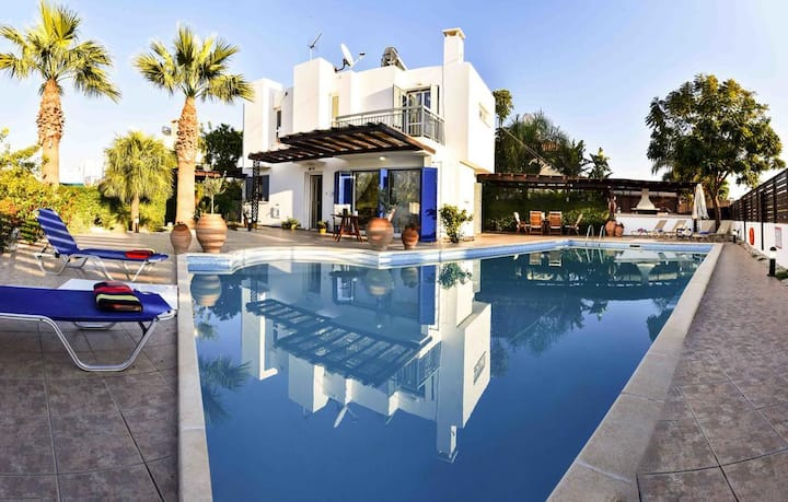 Villa iA Super Pool with BBQ,near Protaras center