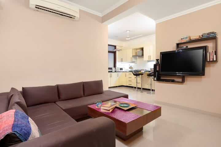Comfy 1 BHK apartment, near South Delhi/74438